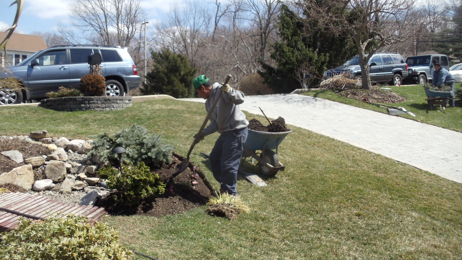 Early spring landscape maintenance guide turpin for Landscape maintenance